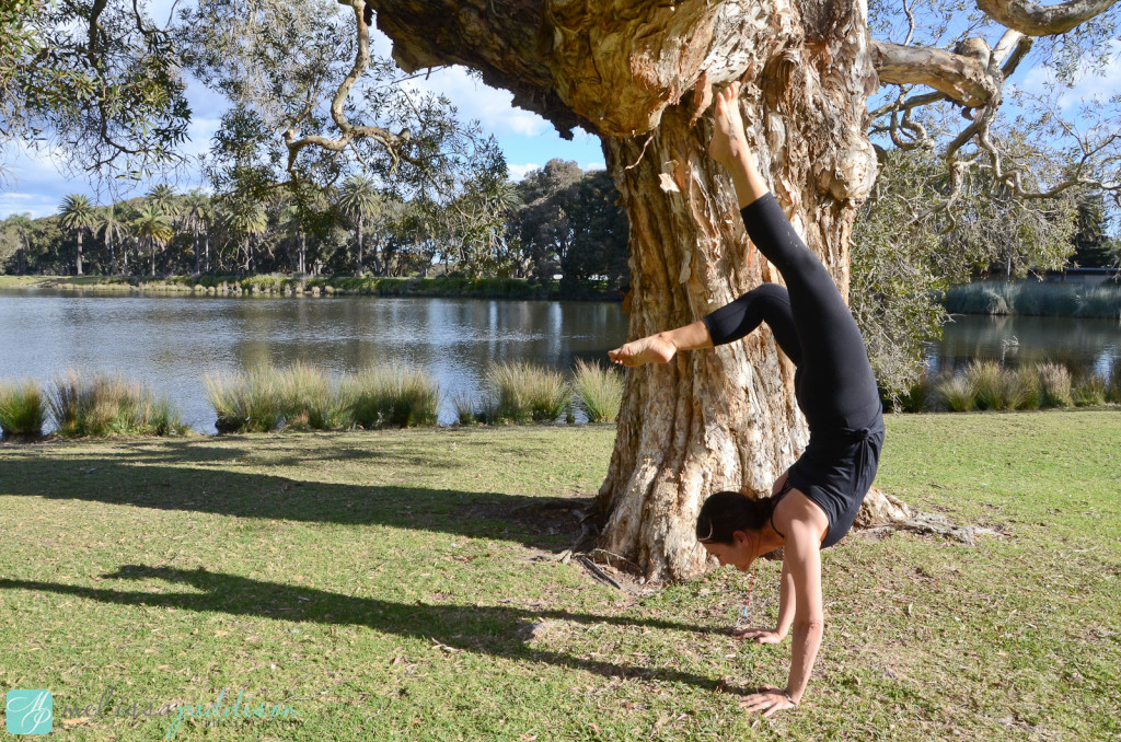 Mel Hand Stand with Tree